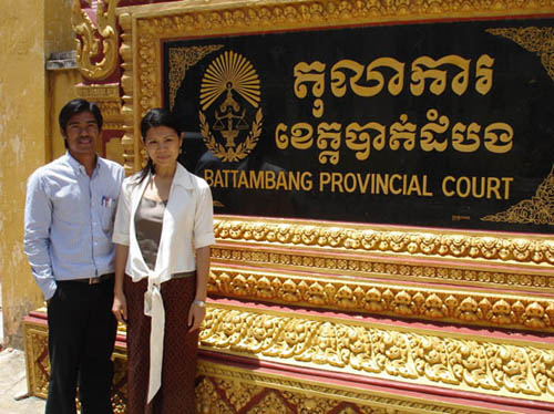 Court monitor Chea San with CSD director Theary Seng in front of Battambang Court, 2008