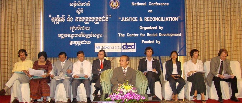 Chea Leang, You Bunleng and other ECCC officials with Theary Seng, Nov. 2008
