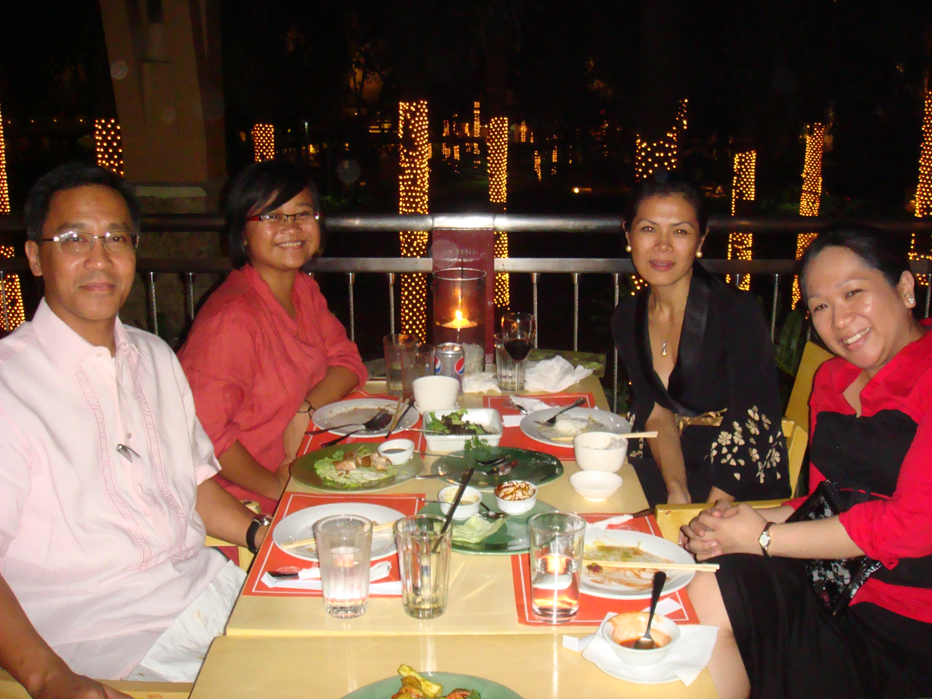 Theary Seng having dinner with AIM Associate Dean Mike Luz, his daughter Bunny and his assistant lawyer Daisy Gabriel at a posh shopping center in Makati after the talk at AIM, 18 Feb. 2010