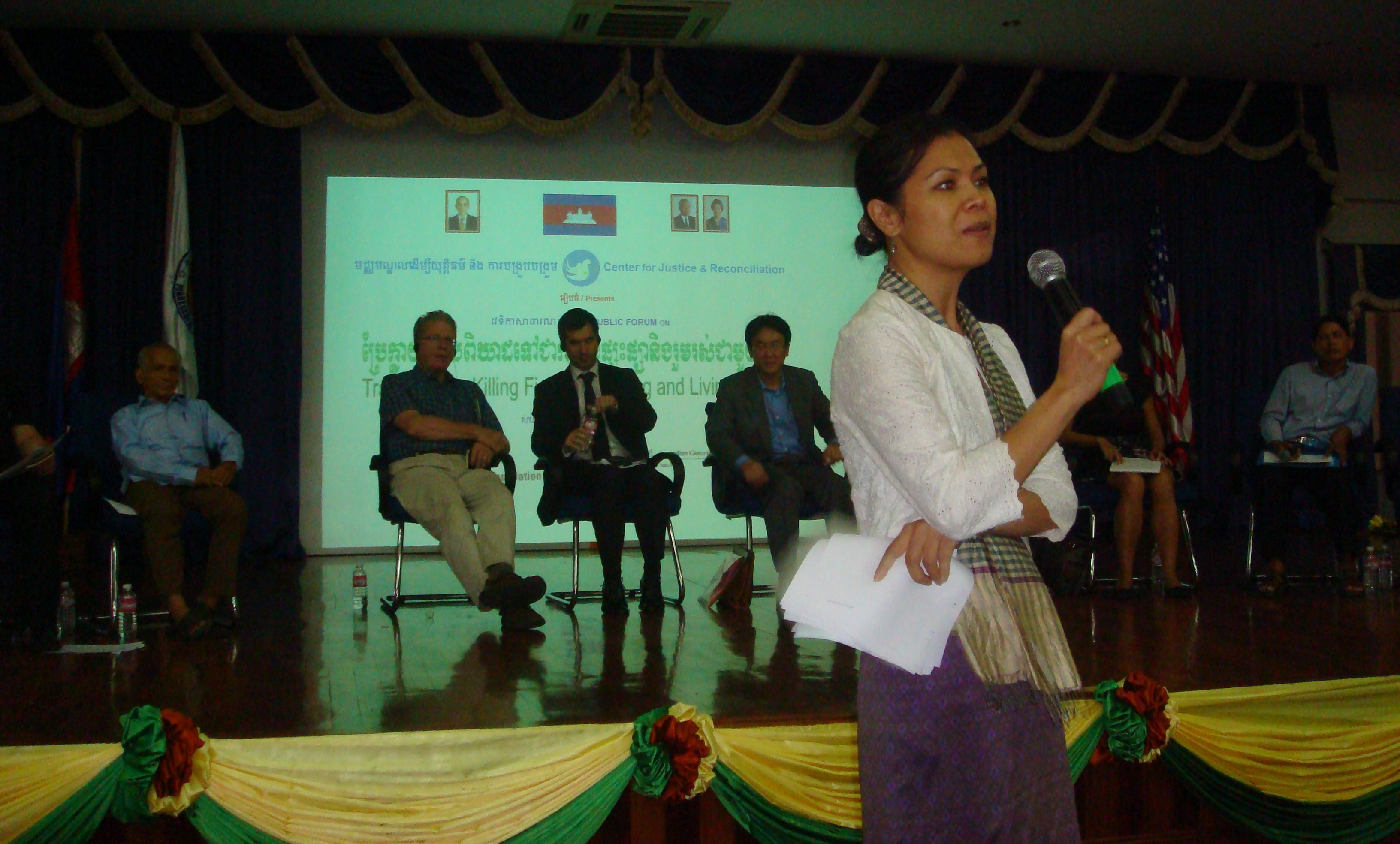 Theary Seng moderating the dialogue at the CJR public forum, 23 July 2010