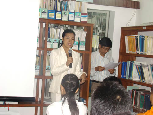 CSD Theary Seng speaking to students, Sept. 2008