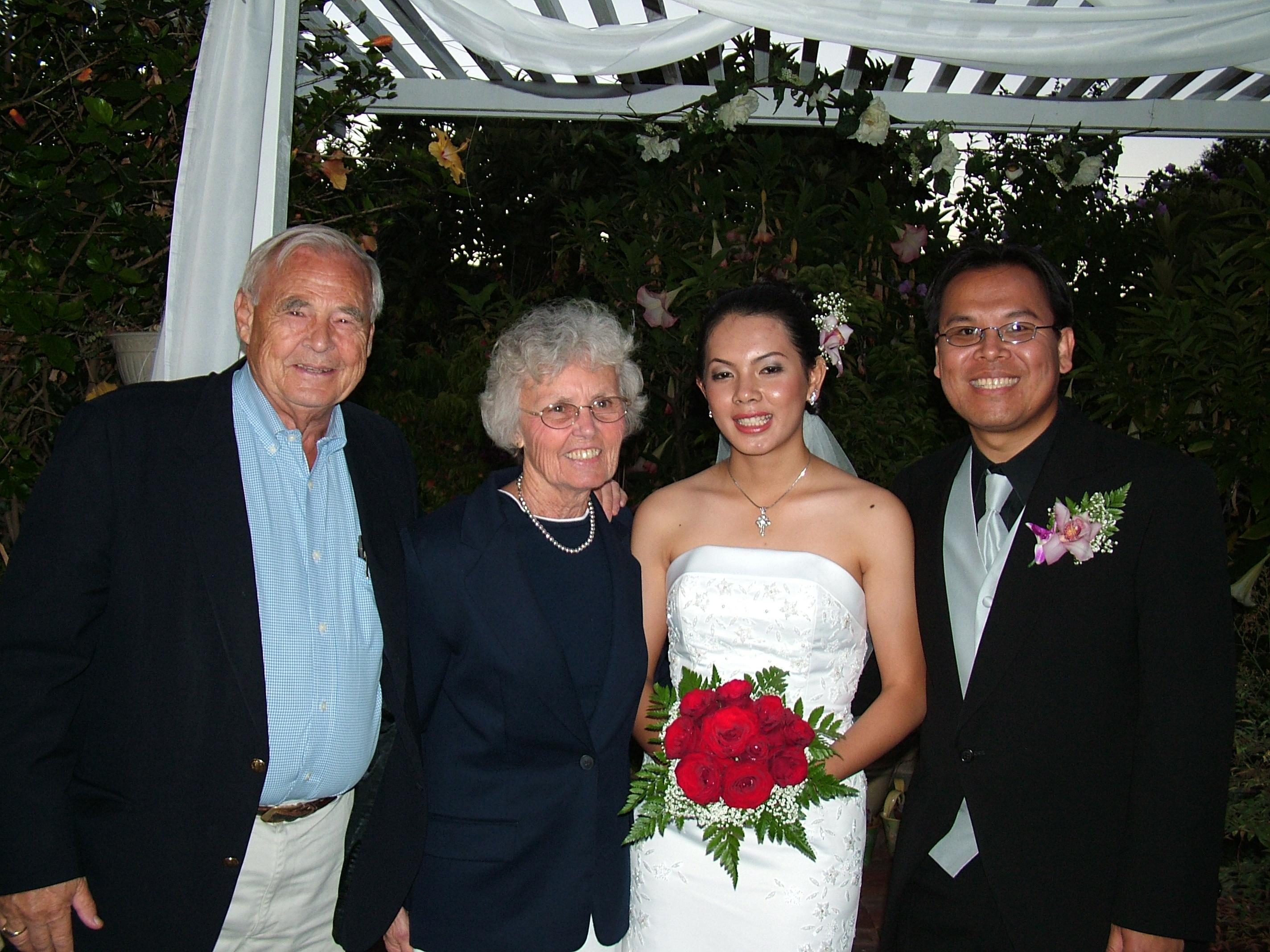 familyphotoboelkins with lundi nita american wedjune05